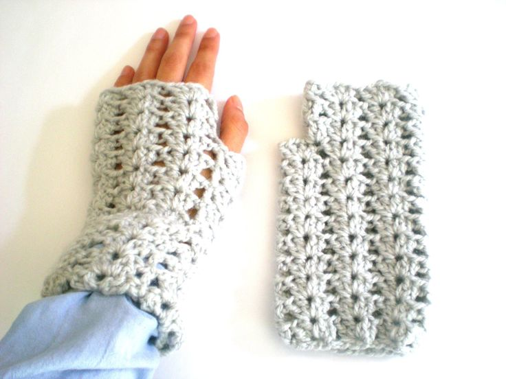 Gray woolen mittens knitted crochet, handmade, gray, woman mittens, wool, winter, fall, cold, blue wool, teenager, tissue de ArtesaMia en Etsy