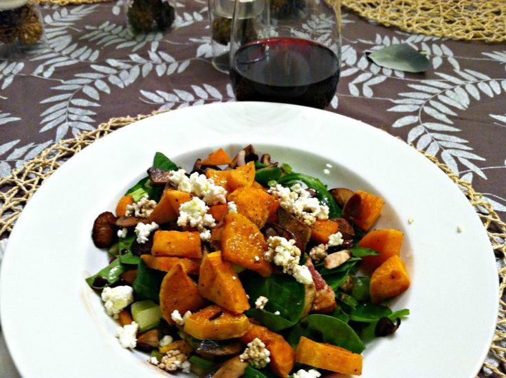 Как приготовить сытный и полезный салат: 10 рецептов до 400 калорий. Изображение номер 10