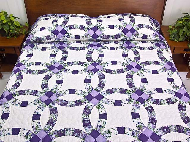 Lavender and Green Double Wedding Ring Quilt. Another good idea but ...