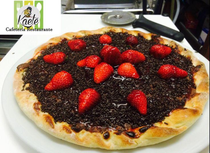 Pizza chocolate y fresa