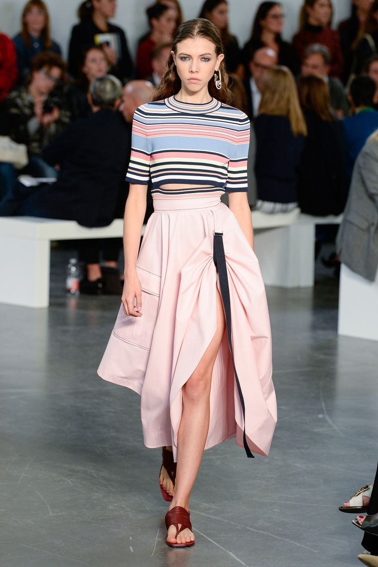 https://www.vogue.com/fashion-shows/spring-2018-ready-to-wear/sportmax/slideshow/collection