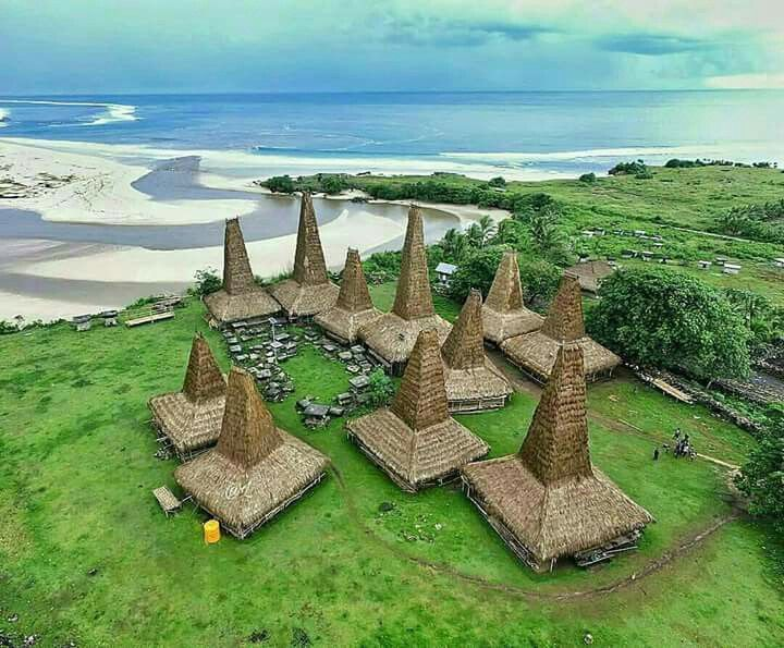 Ratenggaro traditional village, Sumba, NTT.   callme___al