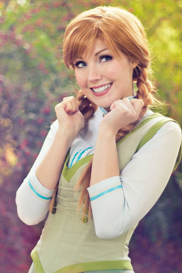 Anna from Frozen / Cosplayer: Liechee Cosplay / Photographer: Blue Potion Photography