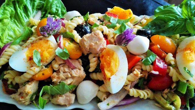 NAŠE KUCHYNĚ: Těstovinový salát se zeleninou a tuňákem.