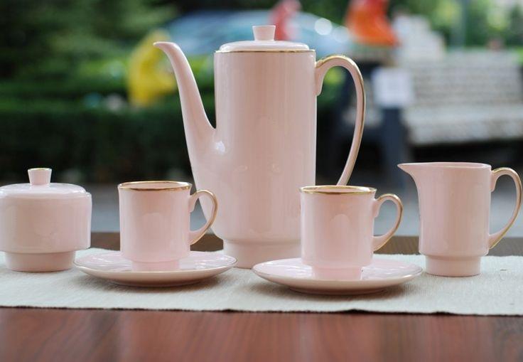 Serwis do kawy London (różowa porcelana) Wzór z roku: 1962 Projektant: Wincenty Potacki