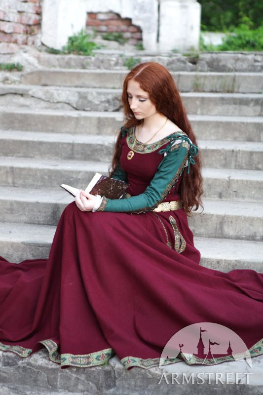 Medieval woolen gown | Medieval clothing for SCA and reenactment :: by medieval store ArmStreet