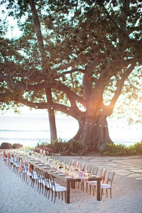 via Barefoot on the Sand / Wedding Style Inspiration / LANE (instagram: the_lane)
