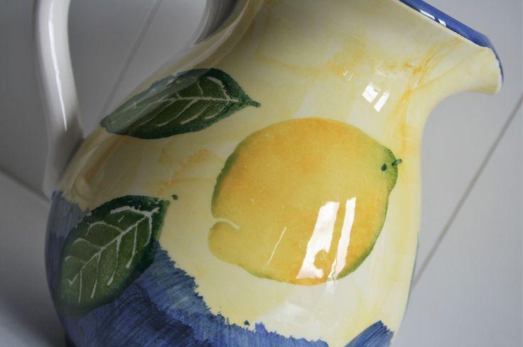 Fresh lemon jug! www.oseasoudservies.nl
