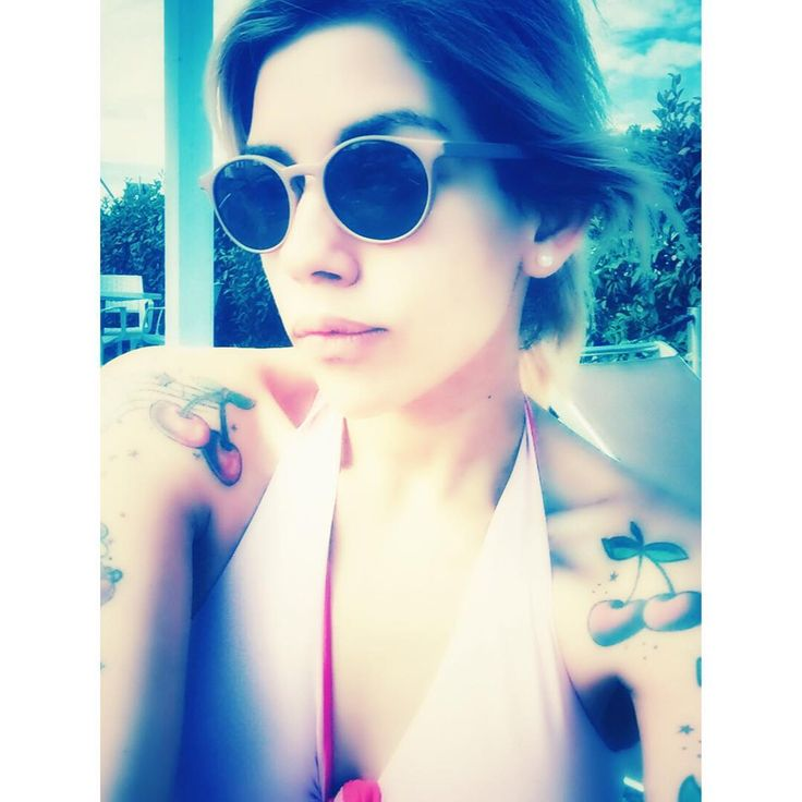 Thanks to #dilettacanepari for beautiful @saraghinaeyewear  fashion sunglasses summer vintage pin up tattoed