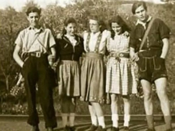 subculture swing kids Swing kids were an alternative youth movement started in germany just prior wwii swing kids were mostly middle and upper class youths who opposed to nazis.