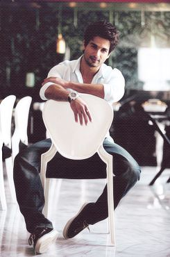 shahid kapoor bollywood favorite, knows how to dance.