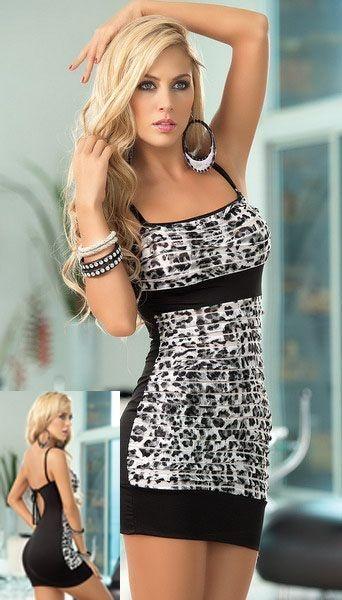 € 17,90 Sexy mini abito leopardato aperto sulla schiena. Fascia tinta unita sotto il seno e sulle coscie. Effetto plisse elasticizzato. Tinta unita sul dietro, stampa leopardata chiara sul davanti. Comprensivo di perizoma nero. Materiale 35% poliestere e 65% cotone. Colore nero e bianco. Adatto per una taglia S e M, veste da una taglia 38 alla 44.  http://www.specialprezzi.com/department/33/Sexy-abbigliamento-ed-accessori.html?oid=1016_6