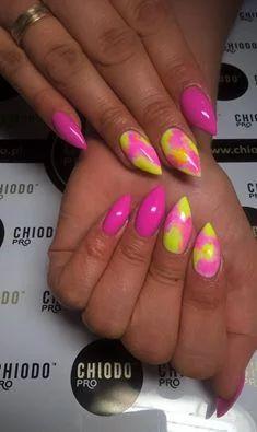 Zdjęcie: Stylizacja paznokci wykonana przez Dominikę Orzechowską. ChiodoPro 267, 189, 001 #chiodopro  #paletakolorów #stylizacjapaznokci #stylizacje