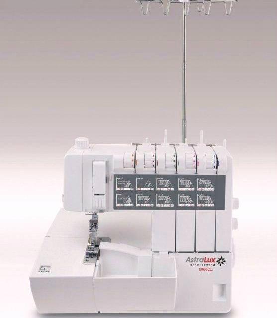 Многие начинающие рукодельницы часто задаются вопросом: «Чем же отличается коверлок от обычного оверлока?» Все достаточно просто. Распошивальная, или, точнее, плоскошовная машина выполняет только одну операцию - стачивает трикотажное полотно, оверлок - только обметывает края ткани, а коверлок - может и стачивать и обметывать. Коверлок AstraLux 8000 СL это машина с широчайшим функционалом. Из основных особенностей модели: •  (2/3/4/5-ти) ниточный оверлок; •  выполняет больше 20…