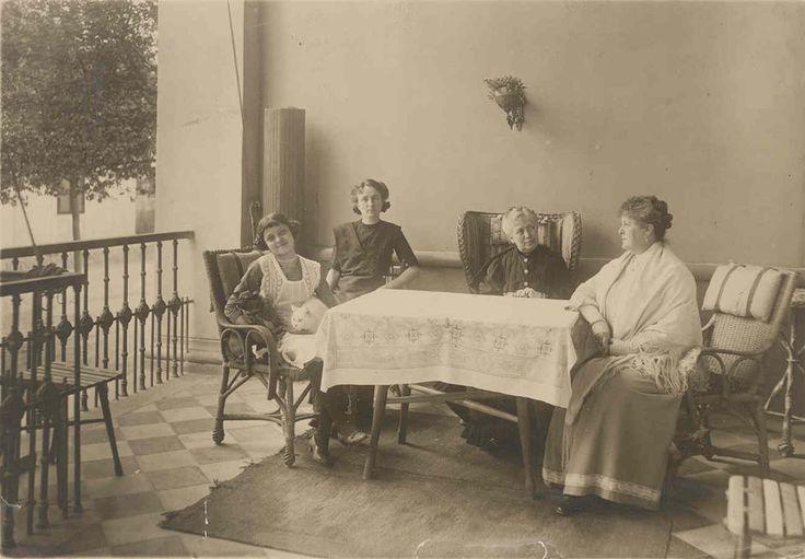 Lujza Blaha (right)