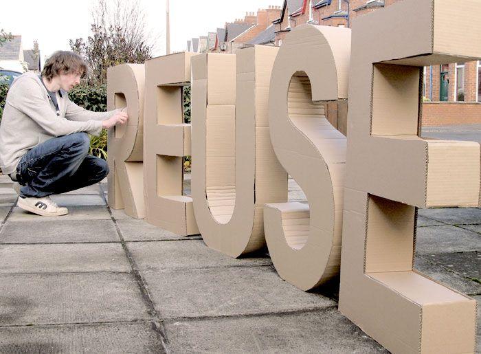 Grote 3D letters kunnen ook gemaakt worden van karton (maar dan wel mooier dan op dit plaatje)