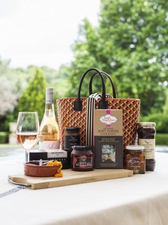 Table Mountain Picnic Basket - https://rubyroadafrica.com/shop-online/gifts-for-home-and-garden/buy-gourmet-gifts-online/table-mountain-picnic-basket-franschhoek-chaloner-detail
