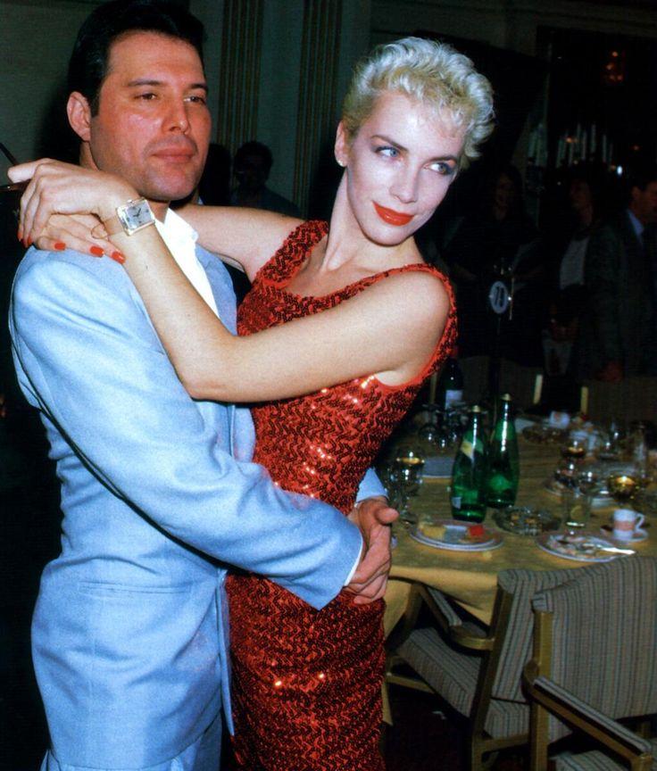 Freddie Mercury y Annie Lennox                                                                                                                                                                                 More