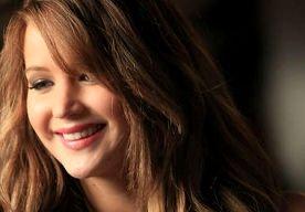 Borsten Jennifer Lawrence 'leiden eigen leven'    Volgens Jennifer Lawrence zijn mensen verbijsterd als ze zien hoe haar borsten bewegen. Tijdens de BAFTA's droeg Jennifer een strapless jurk van…