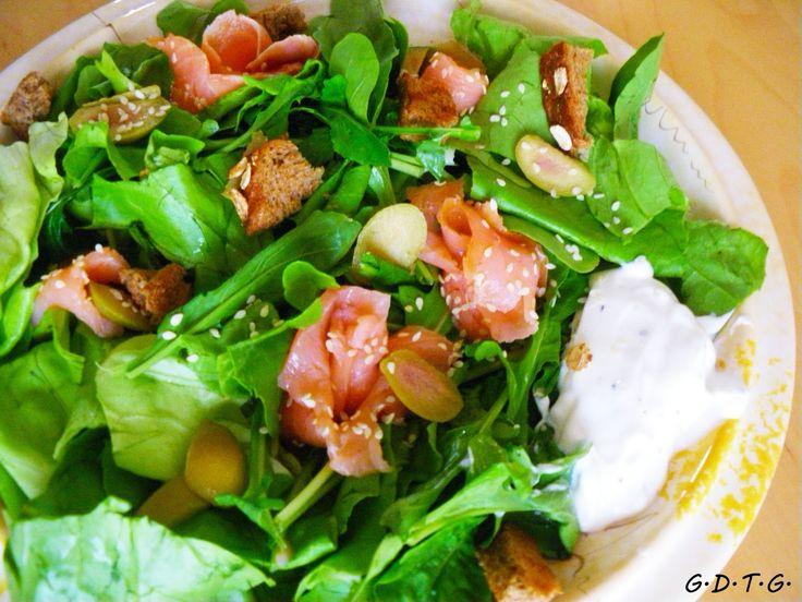 Το Ελληνικό Χρέος στη Γαστρονομία: Πράσινη σαλάτα με σολομό