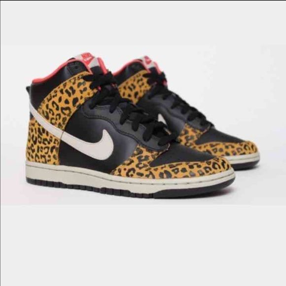 NIKE DUNKS Used with signs of wear I misplaced the  shoe laces (easy fix tho) Size: 7 womens Nike Shoes Athletic Shoes