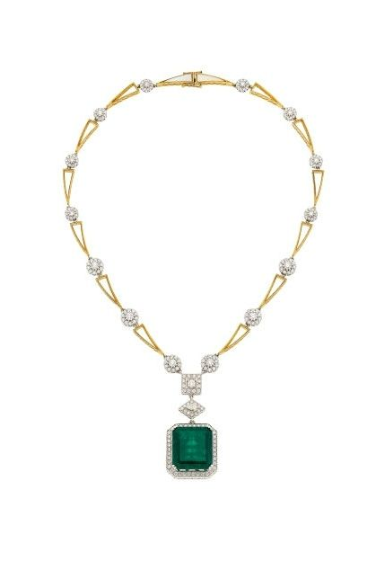 29.20 carats Colombian Emerald, Diamond, Mother-of-Pearl, Gold Necklace.