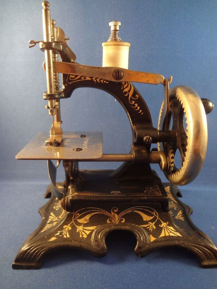 German Toy Cast Iron Sewing Machine by F.W.Muller