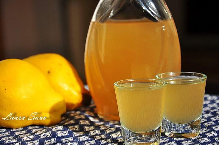 Quince liquor - lichior de gutui - sava laura