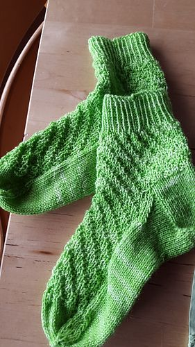 I have been a subscriber to the monthly specials by Tausendschön for quite a while. When I received the special in March 2016 I had an idea what kind of socks I would like to knit from it. I wanted a structure that works itself round the sock. Here it is: Tendril, the sock. The pattern works best in soft colours or semisolid skeins.