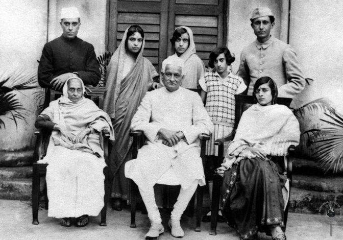 The Nehru family, from left seated: Swarup Rani Nehru, Motilal Nehru, Kamala Nehru. Standing: Jawaharlal Nehru, Vijaya Lakshmi Pandit, Krishna Kumari, Indira and R.S. Pandit. (Photo Courtesy:Nehru Memorial Museum and Library)
