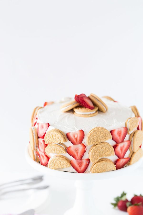 This unique cake decor is also edible! Vanilla sandwich cookies and sliced strawberries adorn a frosted cake for a super sweet and fruity finish to any kind of cake recipe!