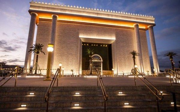Templo de Salomão, SP, Brasil, inaugurado em 31 de julho de 2014, o templo é a sede da Igreja Universal do Reino de Deus fundada por Edir Macedo em 9 de Julho de 1977.