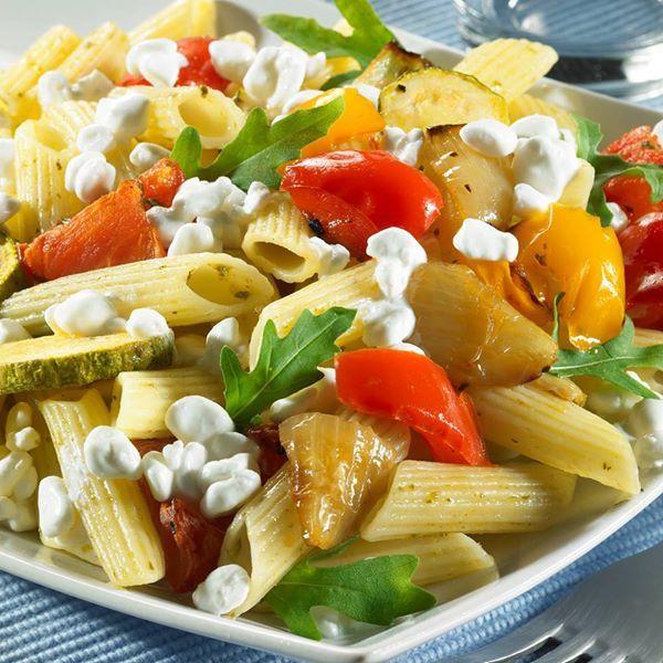 Ζεστή σαλάτα με πέννες, πιπεριές, πέστο, #Flair και ρόκα!