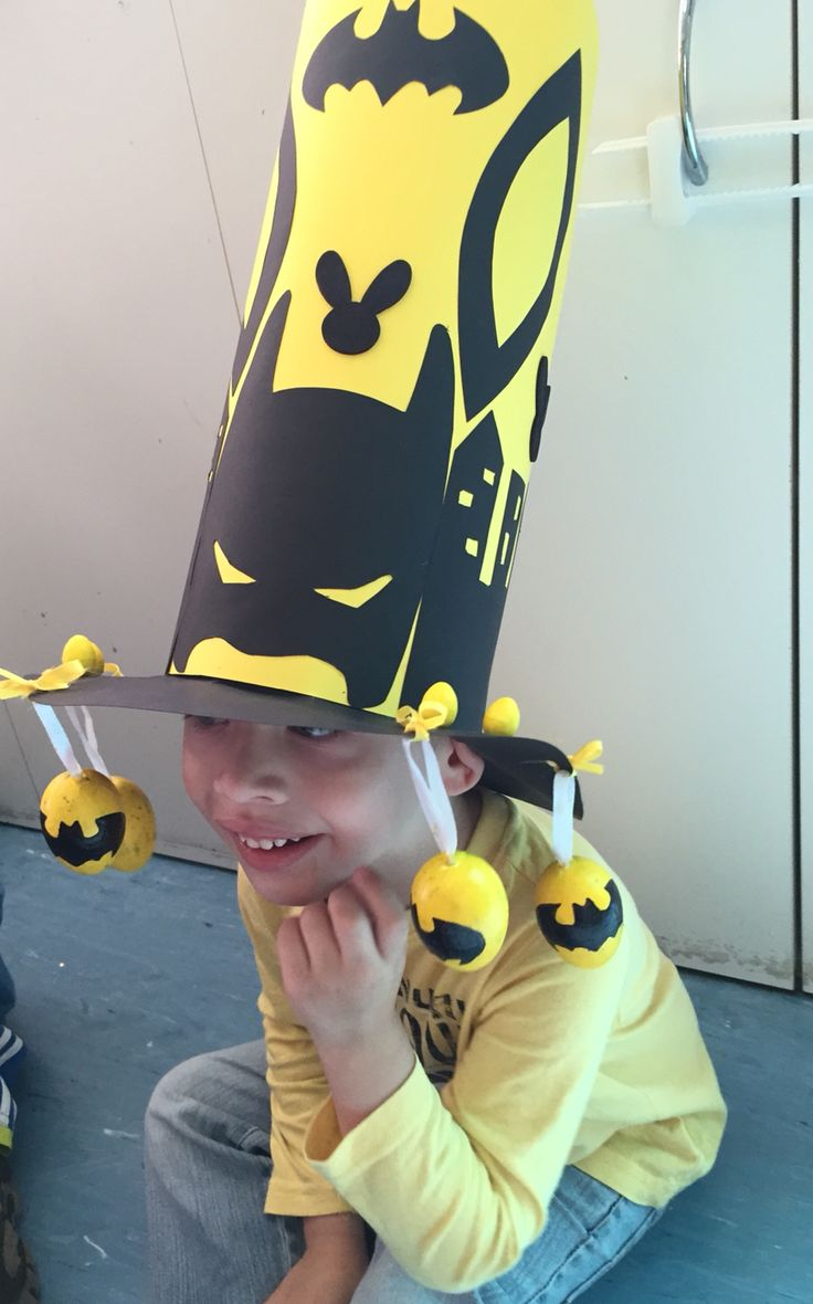 My little requested a Batman Easter hat for his parade at School, not an easy feat, I found my inspiration on Pinterest and modified to my likings, all is made with cardboard, except the dangling eggs, they are foam eggs I painted yellow and drew on the batman symbol, took me a few days but my Son absolutely adored it! This year we are attempting Robin