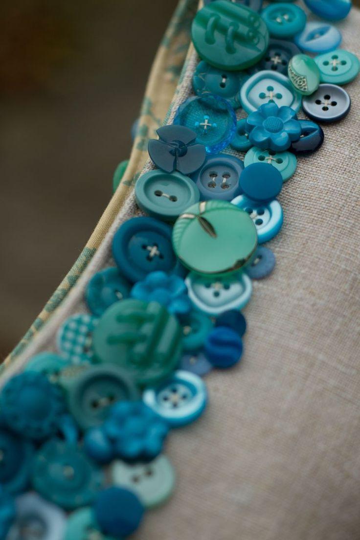 constança cabral Saídos da Concha: Embreagens COM botoes :: Embreagens Botão | Lavores | Button crafts, Sewing a button, Button art