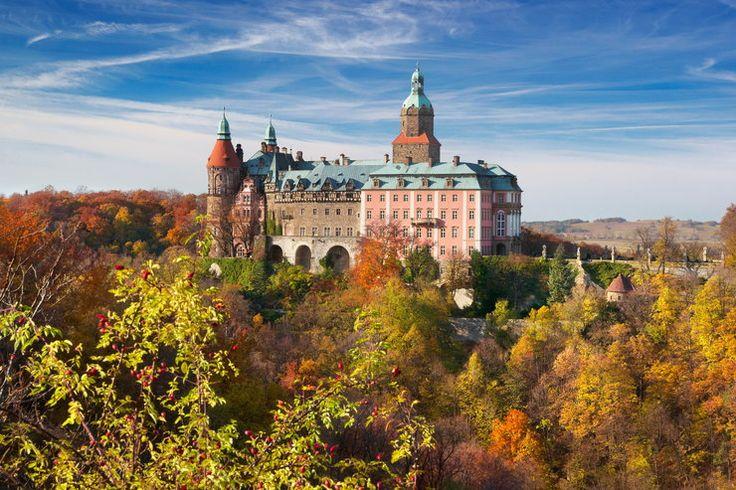 """Zamek Książ, (Castle Książ) Poland. Zamek Książ warto odwiedzić o każdej porze roku, ale jesienią prezentuje się on wyjątkowo wspaniale, dominując swoją sylwetą nad dębowo-buczynowymi lasami rezerwatu """"Przełomy pod Książem"""". A może jesienią łatwiej wypatrzyć wejście do zasypanego tunelu, w którym kryje się """"złoty pociąg""""...?"""