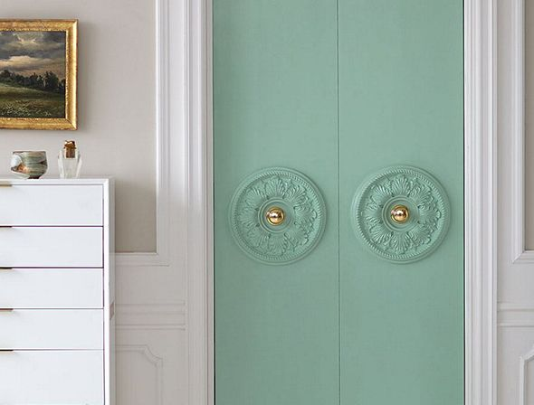 DIY ways to beautify closet doors.  #DIY #Closetdoors #design @JennyKomenda @littlegreennotebook
