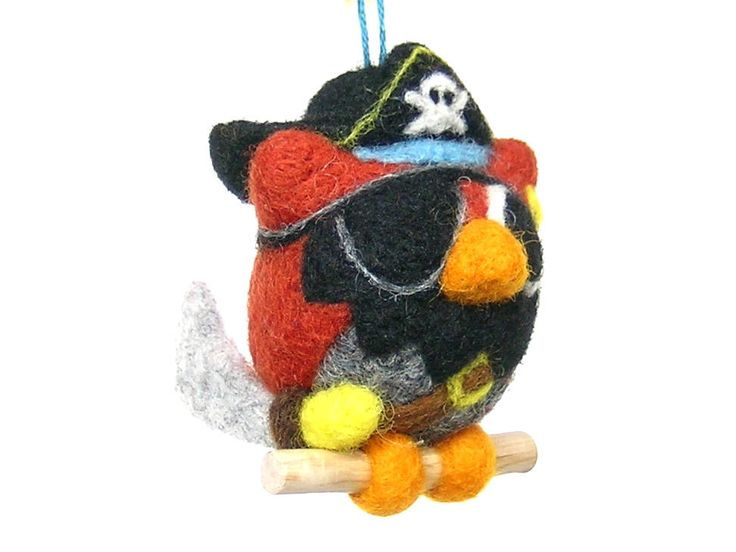 """Voici ce que je viens d'ajouter dans ma boutique #etsy : Hibou à suspendre. """"Barbe noire le pirate"""". figurine décorative en laine feutrée. http://etsy.me/2nBOqx3 #rouge #gris #hibou #chouette #pirate #barbenoire #figurinehibou #figurinedecorative"""