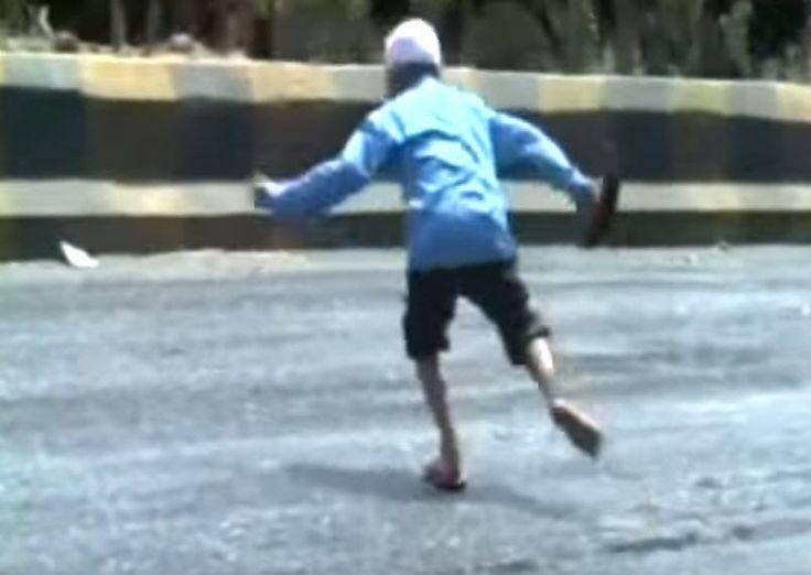 Λιώνει η άσφαλτος από την απίστευτη ζέστη στην Ινδία! (βίντεο)