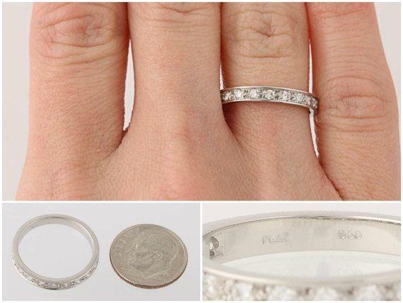 Wann kommt der magische Moment, verpflichten uns deine Liebe und lebenslange Hingabe mit diesem exquisiten Ehering! Dieses Stück ist in 950 Platin, ein Edelmetall geschätzt für seine Stärke und dauerhafte Schönheit und verfügt über 10 natürlichen Diamanten gestaltet. Perlen-Set über das Gesicht der Band, sind die Diamanten von der Unterseite her, deren Glanz und hervorragende Klarheit zu betonen portiert.  Dieser Ring ist eine Größe 6 1/2, aber es kann neu dimensioniert werden auf 2 Größ...