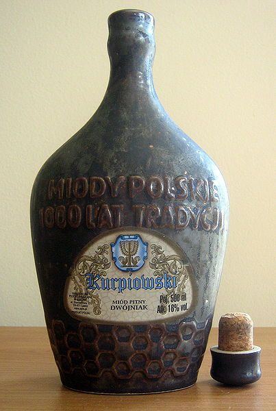 "12 food and drinks you must try in Poland - easy Warsaw Miód pitny – honey liqueur, up to 16% of alcohol. The English name of this drink ""mead"" comes directly from Polish language. It has been made in Poland since the Middle Ages."