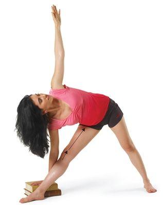TRIKONASANA  De trikonasana is een goede versterkende houding voor je knieën, omdat je Vastus Medialis (binnendijbeenspier) een goede workout krijgt. Overstrek je knie niet, een micro-buiging voorkomt dit.