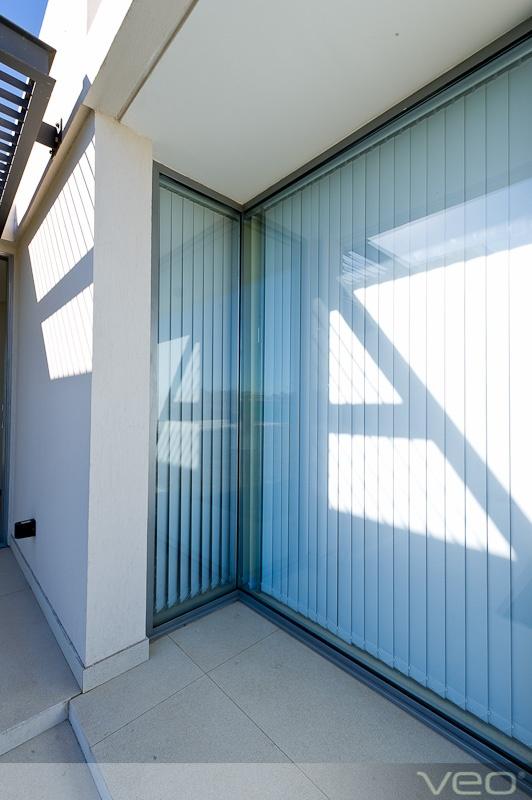 34 best images about puertas de metal y vidrio para el for Puertas para el hogar