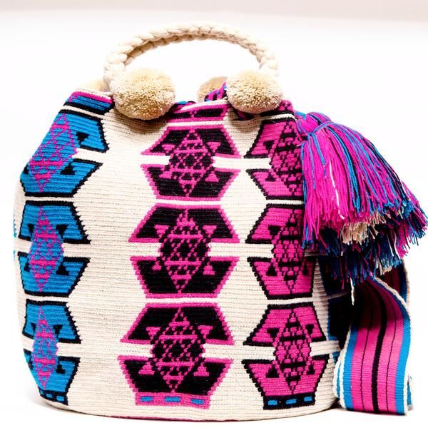 100% Handmade Limited Edition Hermosa Wayuu bags are rare art. Only small amounts are made because of the complexity and method to produce a single Bucket Bag