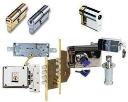 Cambio de cerradura. Cerrajeros Paiporta trabaja con primeras marcas y las más innovadoras en seguridad que se encuentran en el mercado. cerrajerospaiporta.com