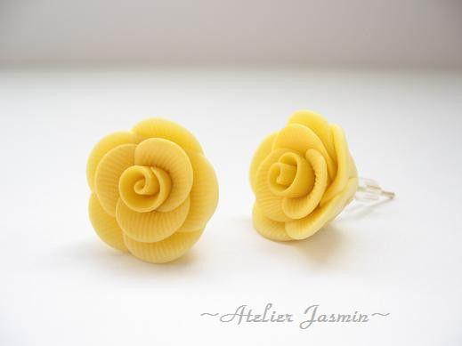 やさしいレモン色のお花が印象的な、シンプルでインパクトのあるピアスです。色違いもあります。*フィモ(樹脂粘土)*お花(イエロー):約15×15mm...|ハンドメイド、手作り、手仕事品の通販・販売・購入ならCreema。