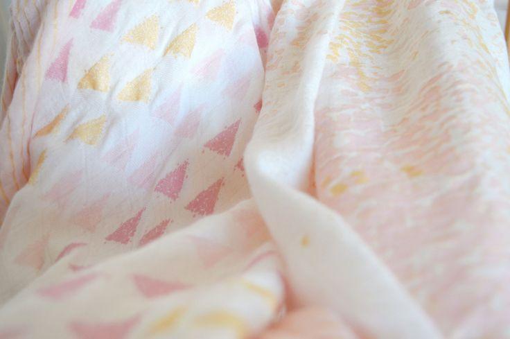 J'airécemmentdécouvert la marque aden + anais qui propose de très jolis accessoires bébé et des langes parfaits. ∇ Les langes aden + anais  J'ai découvert notamment leursmaxi-langes qui en plus d'être vraiment jolis sont multi-taches! On pourra s'en servir aussi bien en tant que bavoir , couverture pour protéger bébé dans sa poussette, de …