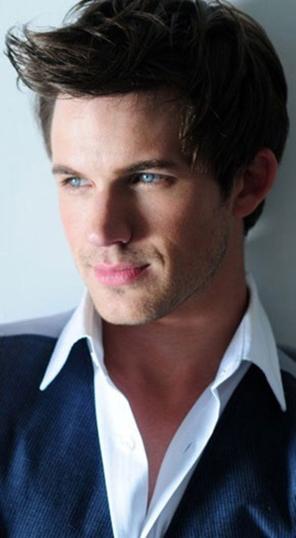 Matt Lanter ... My second favourite alien ... Naturally we started watching a show earlier this year and naturally it got cancelled ... But I did enjoy this kinda Max Evans ...