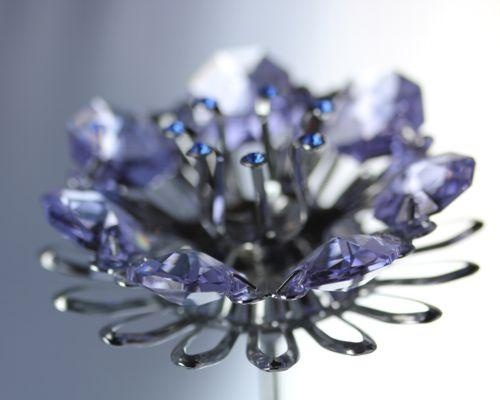 Kryształy Swarovskiego – przedmiot pożądania milionów ludzi na całym świecie. Kuszą jedynym w swoim rodzaju blaskiem, zaskakują różnorodnością odcieni i kolorów, zachwycają wielością niepowtarzalnych szlifów. Podziwiać je można m.in. w oprawie złota, srebra, w pierścionkach, obrączkach, zawieszkach, kolczykach czy bransoletach. Kolekcja dostępna w Salonach TERPIŁOWSKI www.terpilowski.com.pl