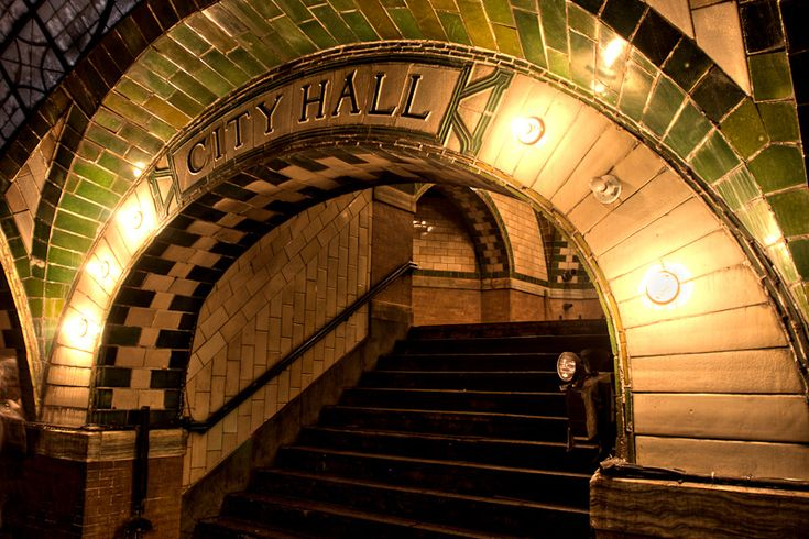 The once grand City Hall subway station now sleeps quietly under City Hall Park. Originally opened in 1904, this ornate station was the showpiece of the new New York City subway system, with arches and vaulted ceilings, elegant Guastavino and colored glass tiling, skylights, and brass chandeliers.